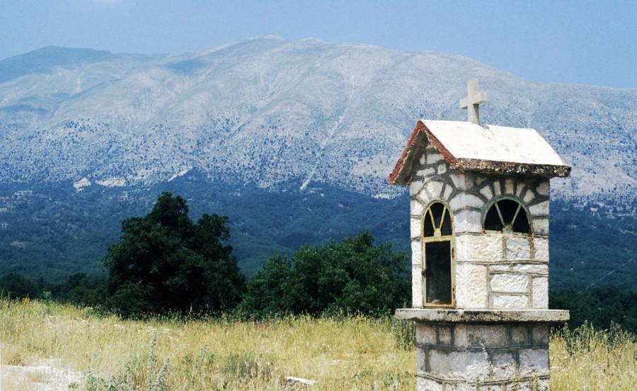 Δούσκο ή Μερόπη, ύψους 2.207 μ. στα σύνορα με τηνΑλβανία