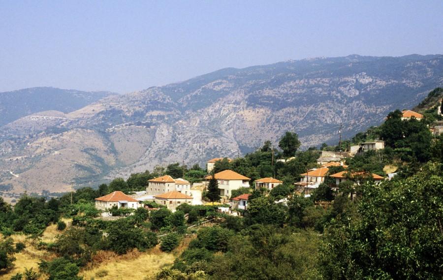 Μακρύκαμπος ή Βουνό της Πωγωνιανής, ύψ. 1.672 μ. στα σύνορα με τηνΑλβανία